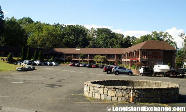Centerport Chalet Inn