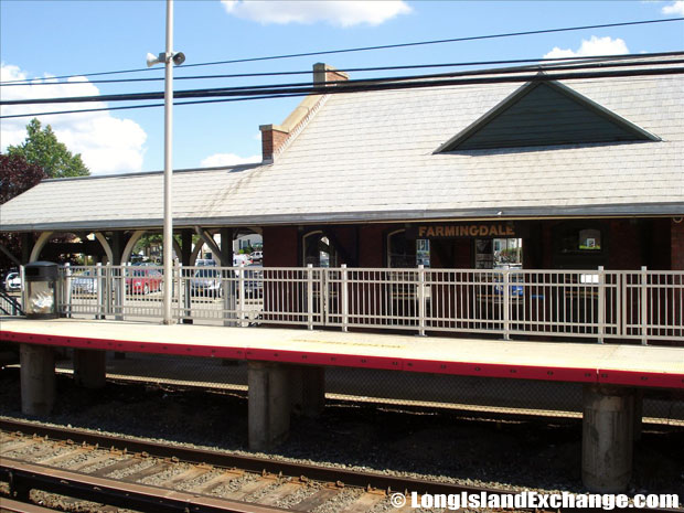 Farmingdale LIRR Station