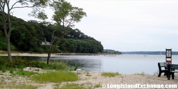 Lloyd Harbor Fort Hill Beach