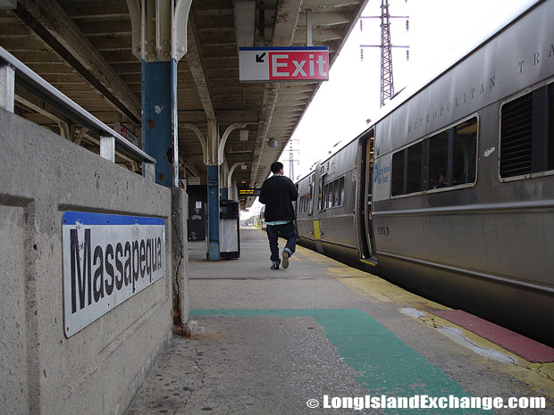 Massapequa Train Station Platform
