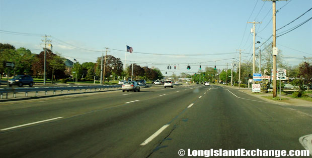 Sunrise Highway Eastbound by Babylon Town Hall, North Lindenhurst