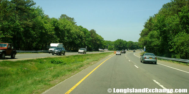 Veterans Memorial Highway Westbound towards Connetquot Avenue, North Great River