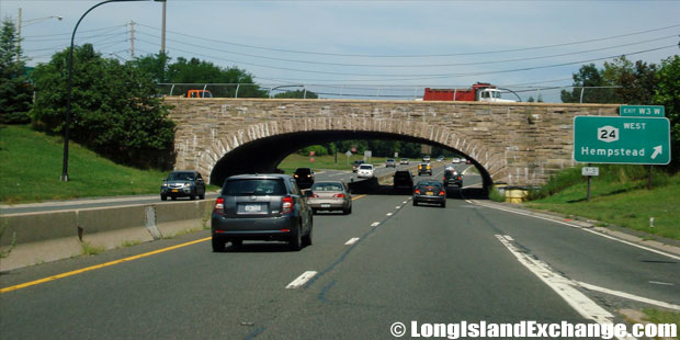 Wantagh State Parkway Northbound at Hempstead Turnpike, Levittown