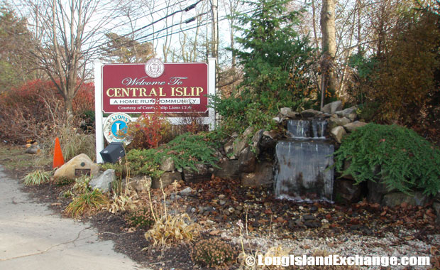 Central Islip Sign