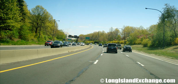 Meadowbrook Parkway Southbound South of Zeckendorf Blvd