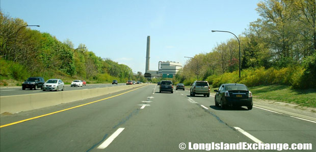 Meadowbrook State Parkway Southbound North of Merchants Concourse