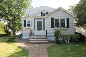 Open House: 5BR Expanded Cape in Bellmore